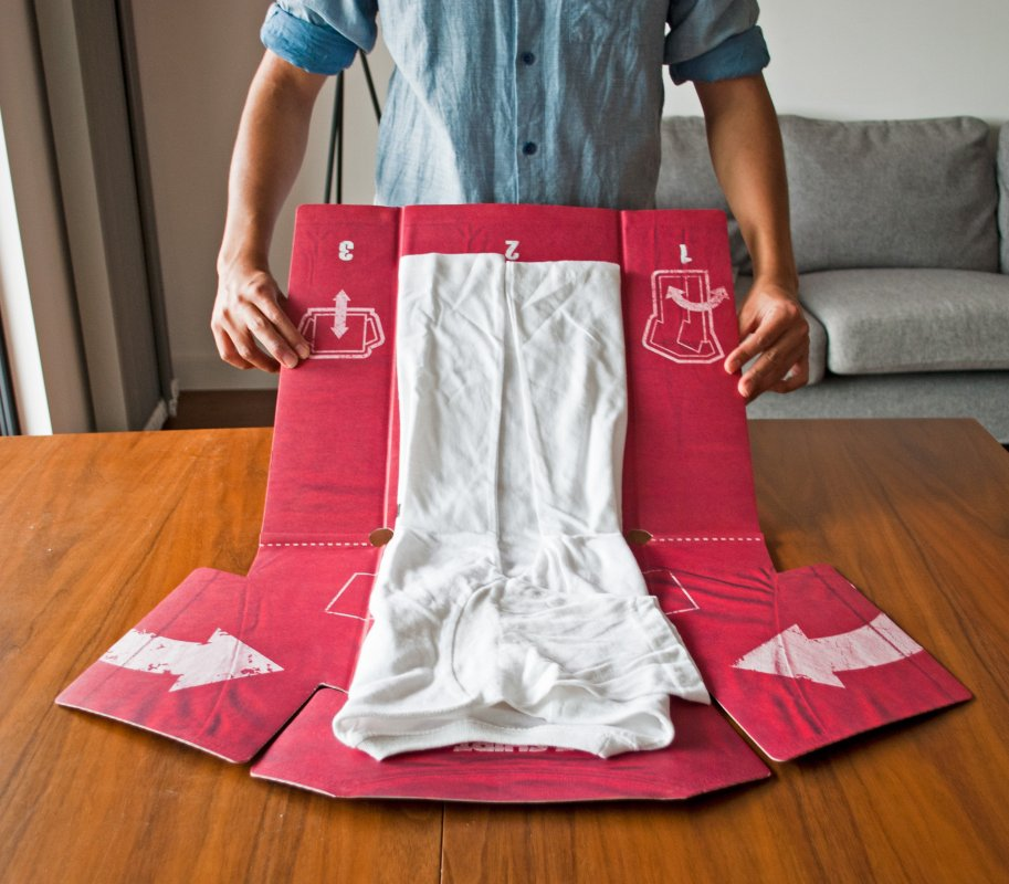 T-Shirt Folder : Perfectly folded T-shirts every time