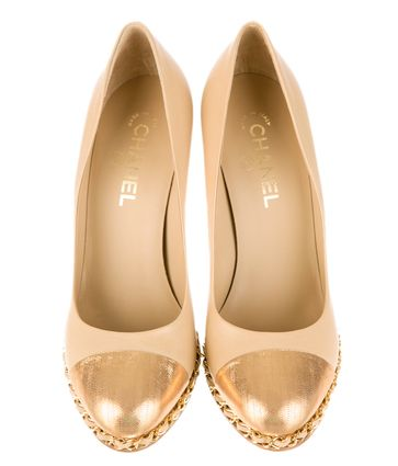 CHANEL / Chanel gold chain pumps