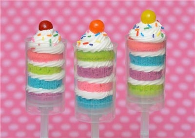Cupcake push up pops. What a new take on the traditional push up. <3