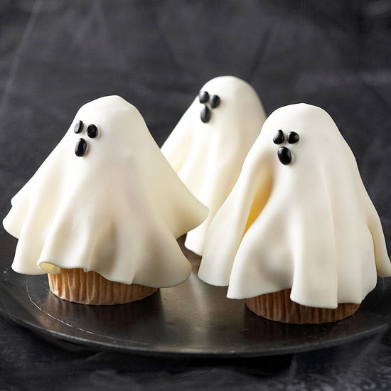 Halloween Cupcake Decorating from Better Homes and Gardens