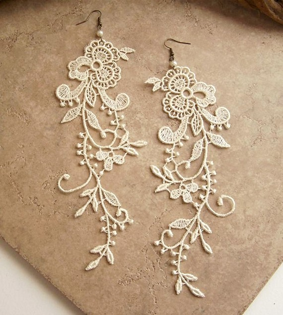 Wisteria ivory lace floral earrings by S… 来自heq在堆糖网的分享