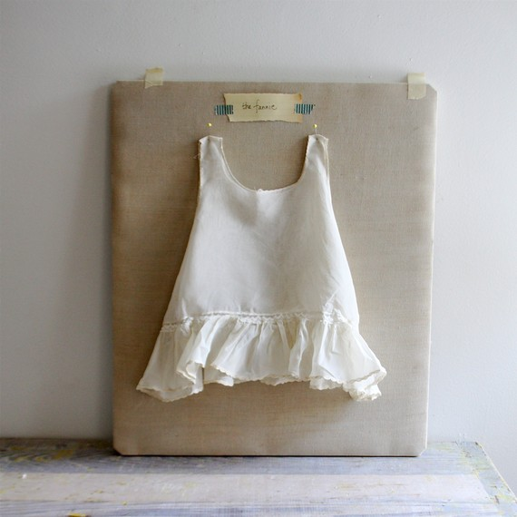 Etsy の Vintage Baby Dress 'Fannie' by ethanollie