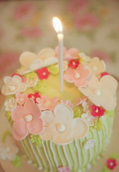 Gorgeous Cakes & Cupcakes / Flower Mini Cake