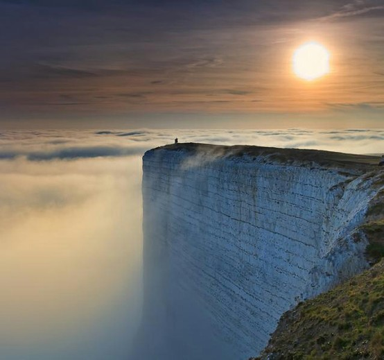 File:Beachy Head and Lighthouse, East Sussex, England - April 2010 crop horizon corrected.jpg - Wikipedia, the free encyclopedia