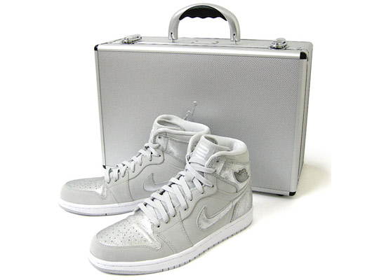 Google Image Result for http://www.highsnobiety.com/news/wp-content/uploads/2009/12/Nike-Air-Jordan-1-Retro-Silver-25th-Anniversary-Package-02.jpg
