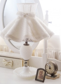 "Interior - 1950-60's Ruffle Shade ""DOUBLE DOTS with FLOWER RIBBON"" Hobnail Lamp - Little ♥ Hideaway 〜ヴィンテージから現代まで〜 Candy Hearts♡USA & UK 輸入雑貨 - Little Hideaway"