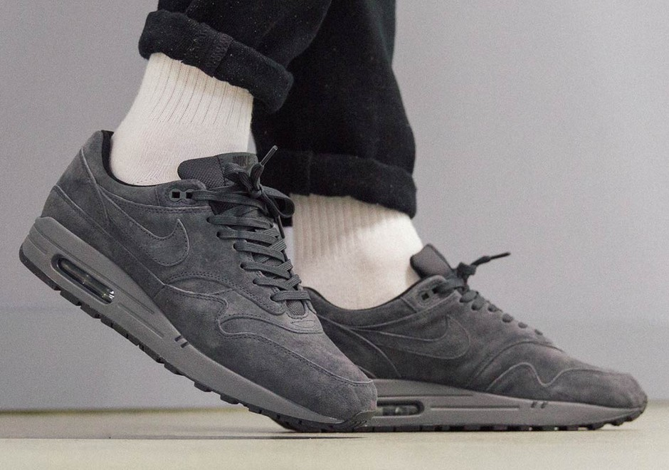 Nike Air Max 1 Anthracite 875844-010 Buying Guide | SneakerNews.com
