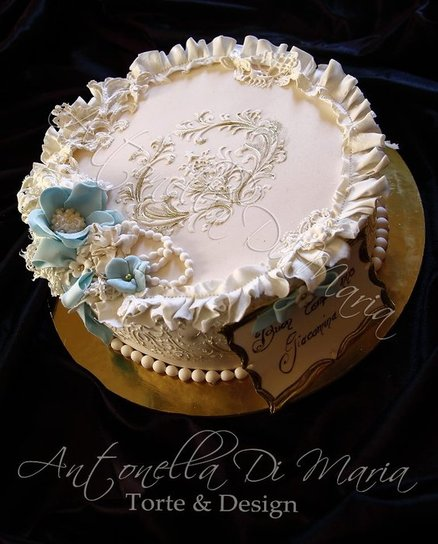 Pretty and charmy - by antonelladimaria @ CakesDecor.com - cake decorating website