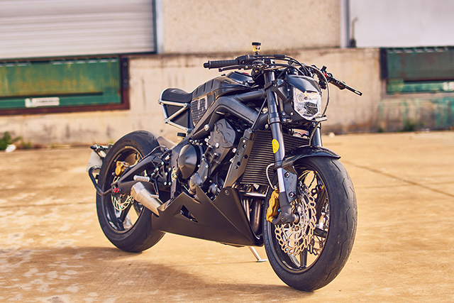 BRUTISH & BRUTAL: Triumph Street Triple by Vintage Addiction Crew - Pipeburn.com
