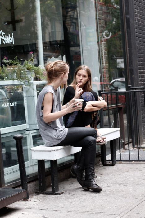 People drinking coffee | COOL GIRL'S FASHION / STYLE