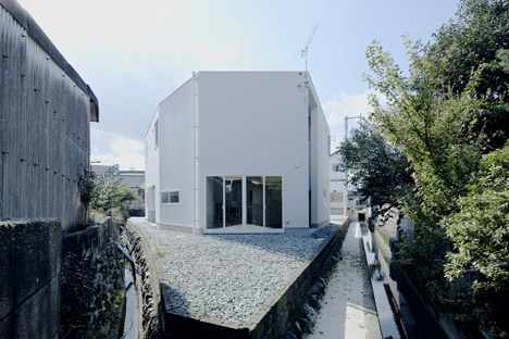 House in Iizuka by rhythmdesign - Dezeen