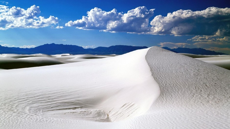 white_sands_and_blue_sky_national_monument_new_mexico-1366x768.jpg (1366×768)