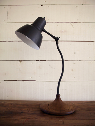 TRUCK|192. TABLE LAMP T-NA3