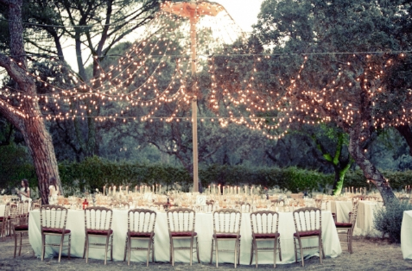 Google 画像検索結果: http://www.oncewed.com/wp-content/uploads/2010/08/forest-wedding-ideas.jpg