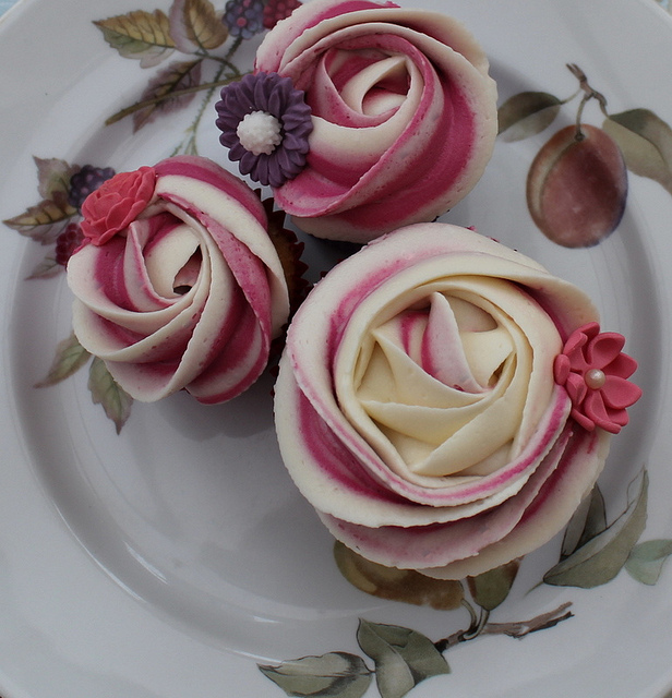 All sizes | Piped rose cupcake | Flickr - Photo Sharing!