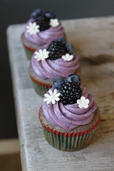 food / Blackberry Cupcakes with Cream Cheese Frosting