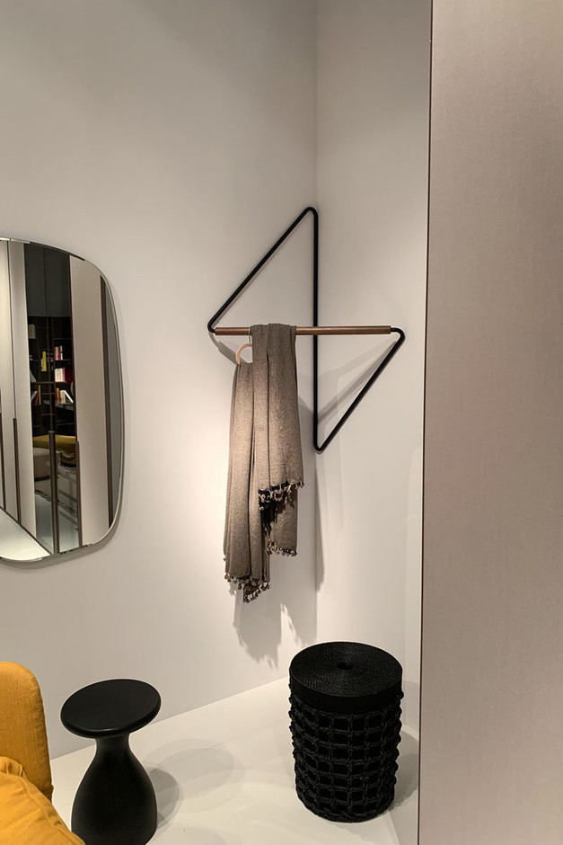 This Clothing Rack Was Designed To Fit Into Corners | CONTEMPORIST