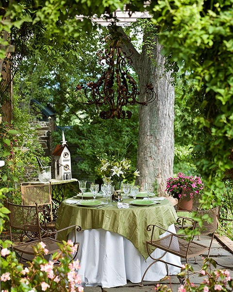 outdoor decor/parties / table setting