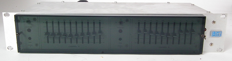 This is a UREI 535 stereo or dual mono graphic equalizer