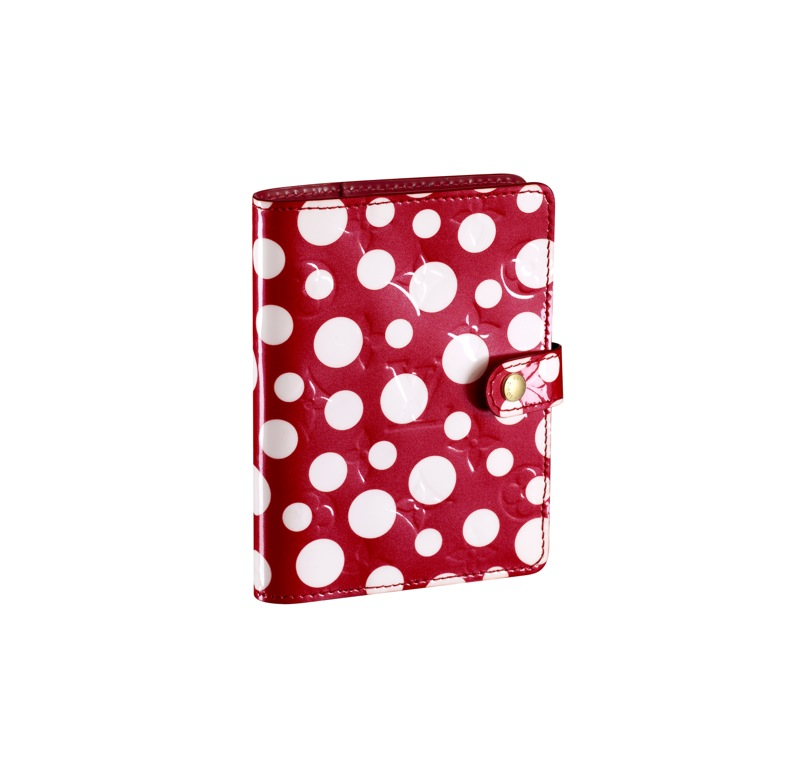 Yayoi-Kusama-Louis-Vuitton-Small-Cover-Agenda-Monogram-Vernis-Dots-Infinity-red.jpg (800×776)