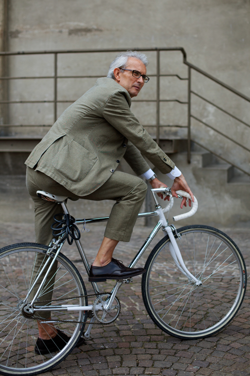 Google Image Result for http://images.thesartorialist.com/photos/61610GreenBike_1966Web.jpg