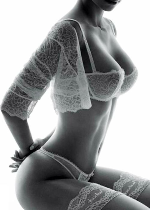So sexily proportioned! | ✔ Femme Fatale +18 | Pinterest