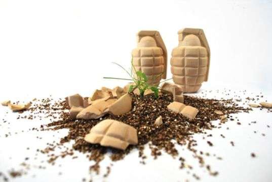 Grenade Planters - These Seed Bombs are Grenade Exploding Gardening Tools (GALLERY)