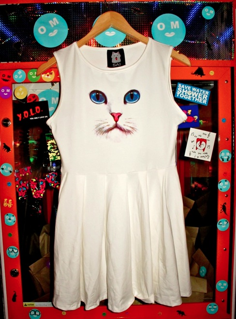 SWEET LORD O'MIGHTY! WEEKEND VINTAGE & SNAP 'EM UP STORE
