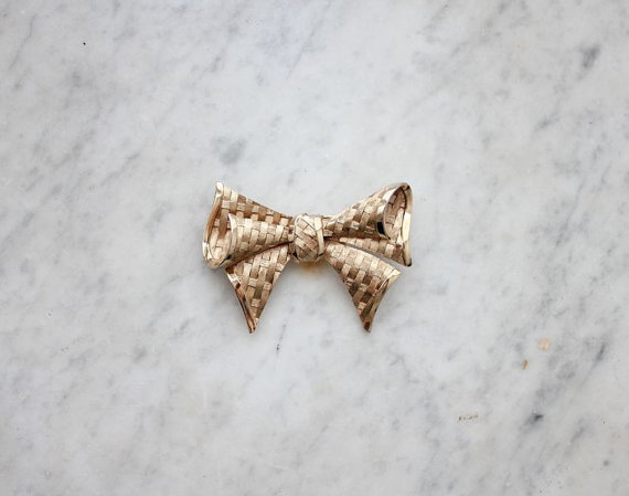 trifari bow brooch / gold bow pin / woven bow by allencompany