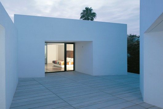 House 2 For A Photographer / OAB | ArchDaily