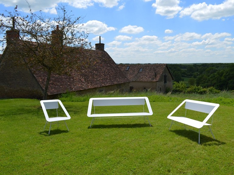STAINLESS STEEL GARDEN BENCH 4X4 BENCH BY DIFFERENT AND DIFFERENT | DESIGN DIFFERENT AND DIFFERENT