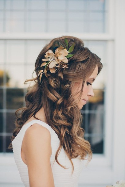 Jewels: hair, hair accessory, flowers, pastel - Wheretoget