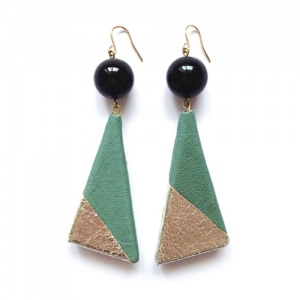 Earrings > ピアス/イヤリング - Triangle Leather Green×Silver ピアス/イヤリング - Y A G A
