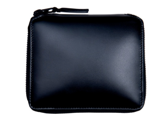 Google 画像検索結果: http://scoopthemag.com/wp-content/uploads/2011/10/comme-des-garcons-very-black-wallets-5.jpg