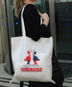 'Kissing' Tote Bag | Shop accessories, fashion | Kaboodle