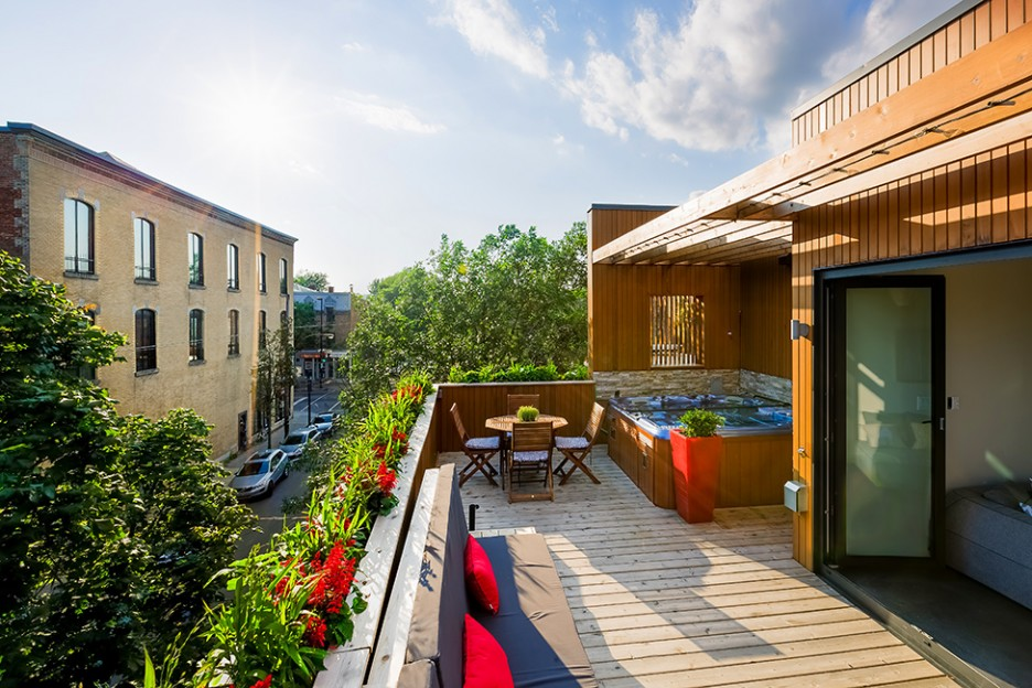 Apartment: Fabulous Rooftop Deck With Stunning View Decorated With Outdoor Dining Table Set And Barbeque Modern Upholstered Bench