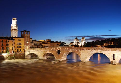 Verona Gives Couples Chance To Marry On Romeo And Juliet Balcony | Luxique Luxury Travel