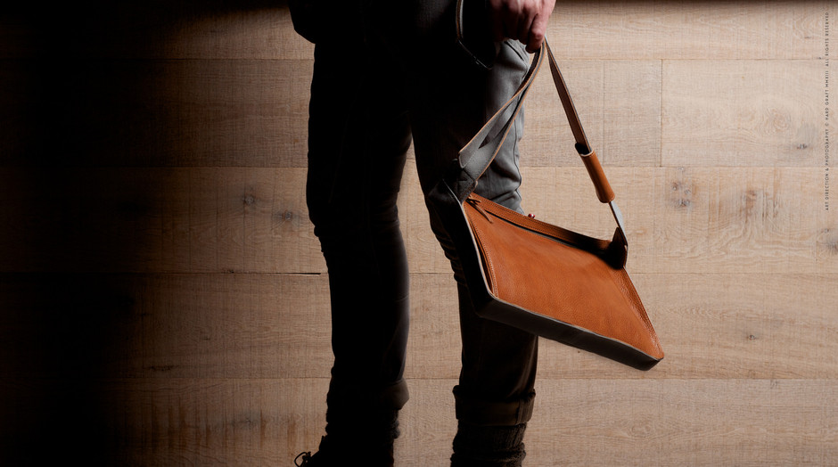 Flat Pack - Slim Messenger Bag for iPad or MacBook | hard graft