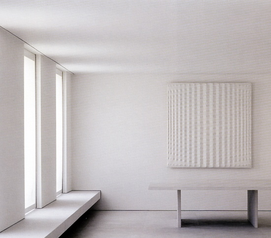 Détail de l'image -Interior view of the Girombelli Apartment in Milan by Claudio Silvestrin.