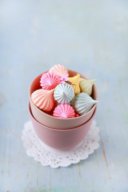 Miniature Meringues | food | Pinterest