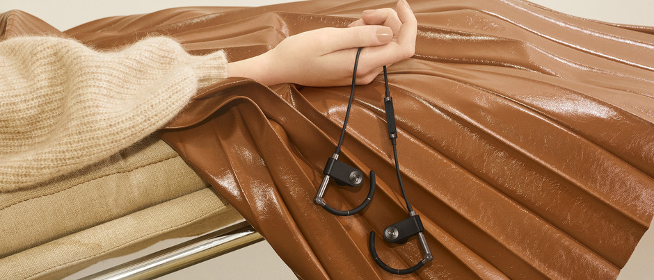 Earset   Crafted for comfort with flexible adjustment system