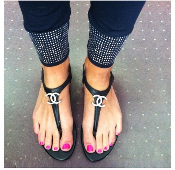 Fashion / We all need a good staple pair of flip flops we can count on to go with anything