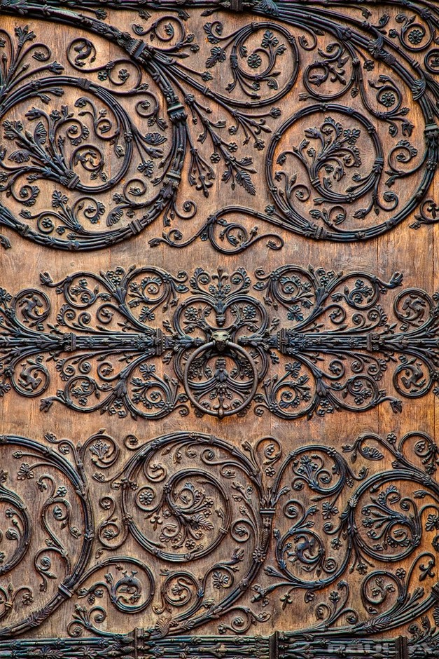 Pattern / From the doors of Notre Dame, Paris. Wow!