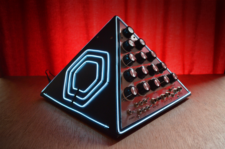 Mini Pyramid Synth for Jay Gambit