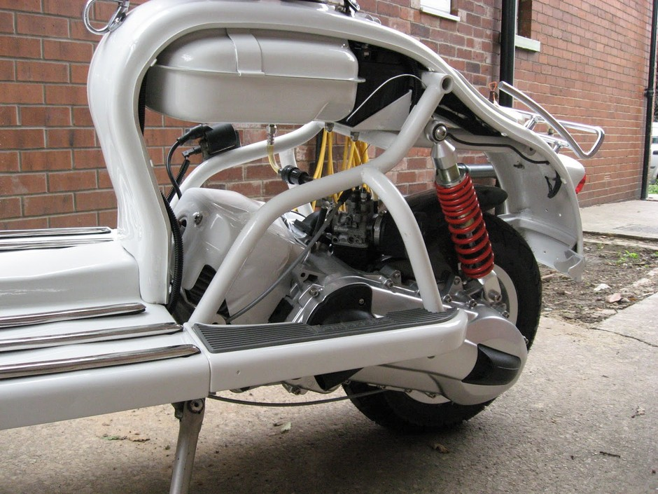 """Modern Vespa : Anyone see the scoot on """"Call the Midwives""""?"""