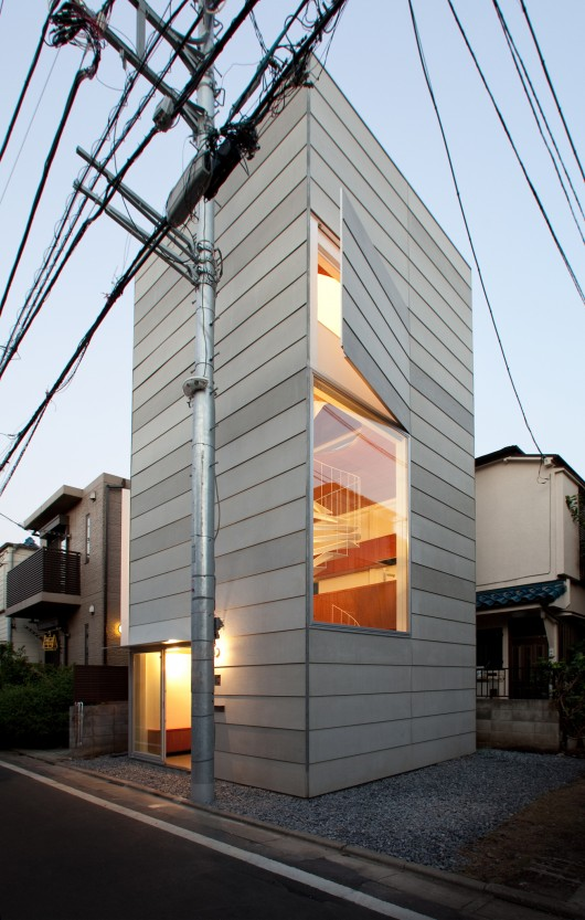 Small House / Unemori Architects   ArchDaily