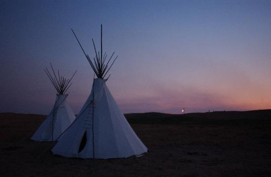 Google 画像検索結果: http://media-cdn.tripadvisor.com/media/photo-s/01/03/e8/71/tipi-village-at-sunset.jpg