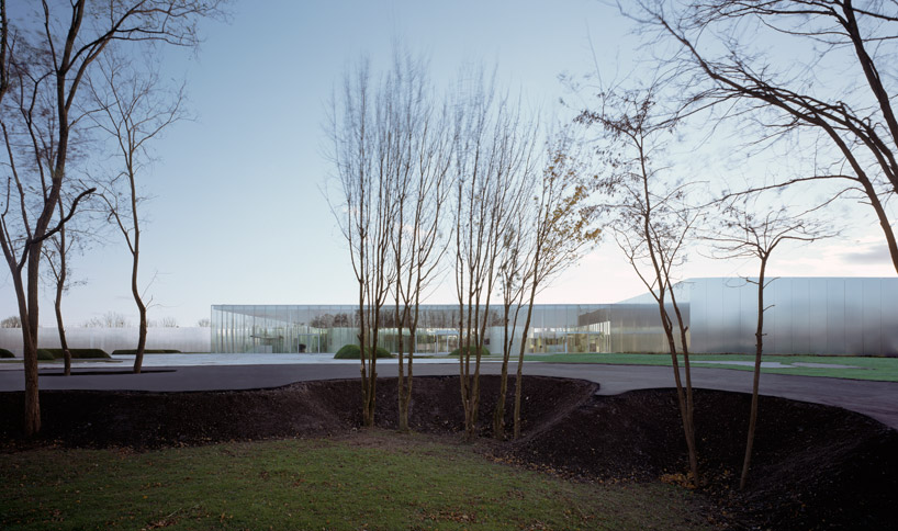 louvre-lens by SANAA + imrey culbert now complete