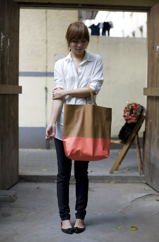 Shanghai, Celine Two-Tone Tote | Street Fashion | Street Peeper | Global Street Fashion and Street Style