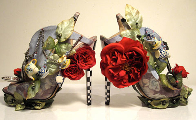 Google 画像検索結果: http://accessoriesbysarah.files.wordpress.com/2010/03/nicholaskirkwoodaliceshoes_clv1.jpg